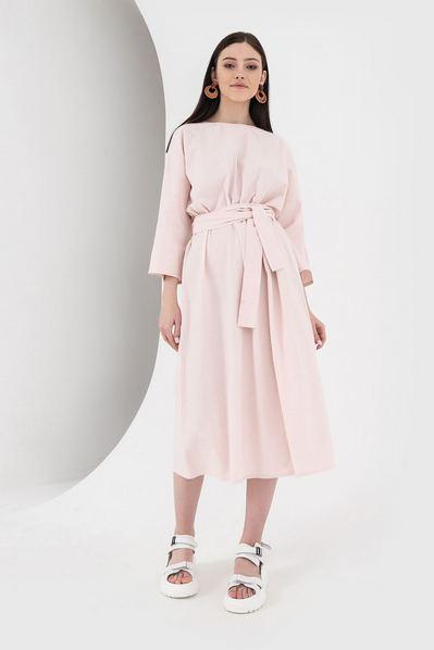 Длинное льняное платье со складками на пудровом большой размер