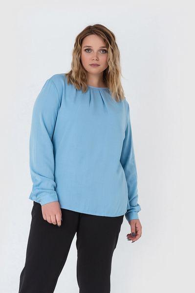 Штапельная блузка со сборкой небесная большой размер