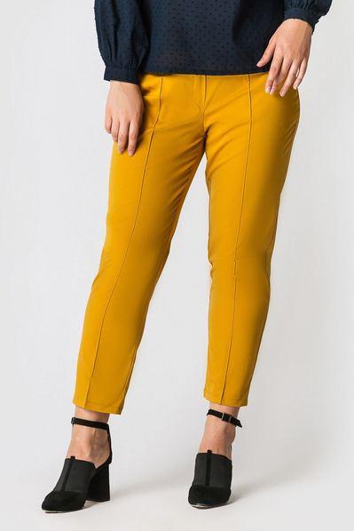 Классические брюки со стрелкой из костюмной ткани горчичные большой размер