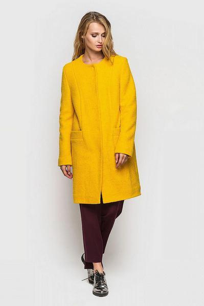 Желтое пальто деми с рельефами шерсть букле