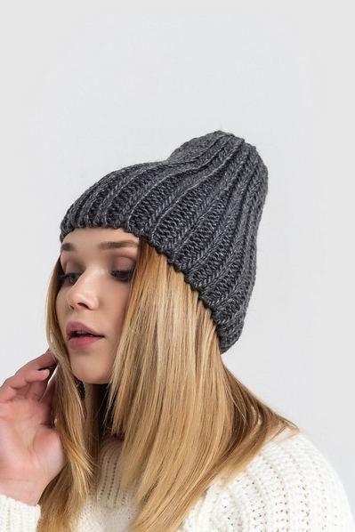 Вязаная шапка серая темная