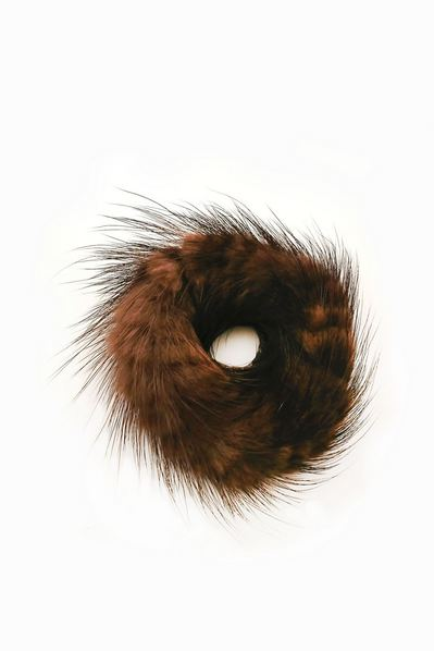 Резинка из натурального меха темно-коричневая