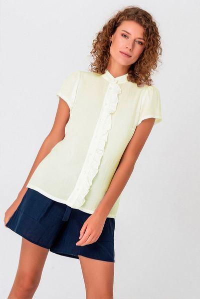 Летняя блузка с оборкой ванильная