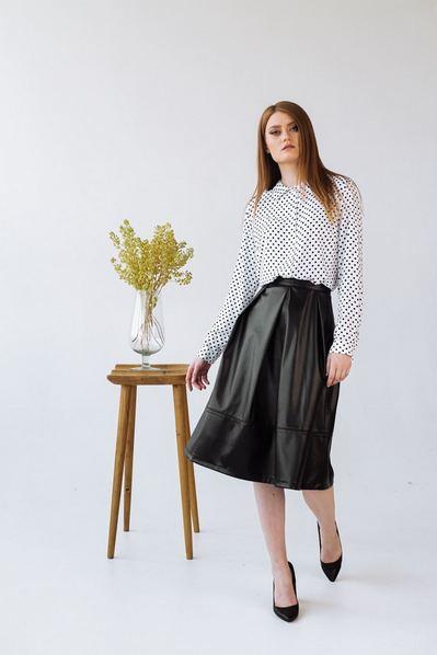 Женская юбка со складками черного цвета