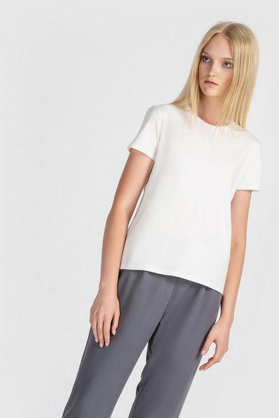 Женская футболка из вискозы молочная