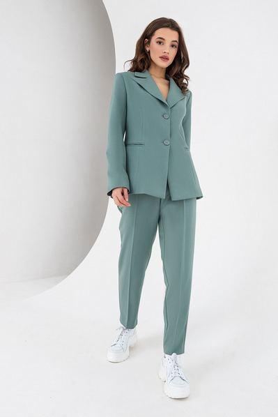 Шалфейный костюм из зауженных брюк и жакета