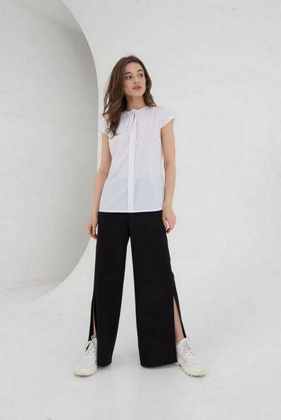 Молочная блуза с коротким рукавом