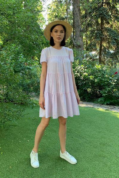 Молочное ярусное платье в красный горох