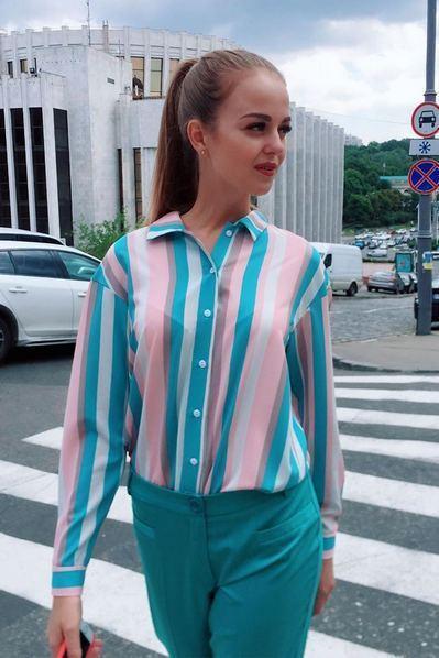 Прямая блузка в полоску фрезово-голубую на молочном