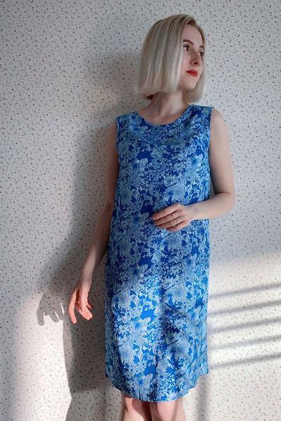 Платье майка в цветы на синем