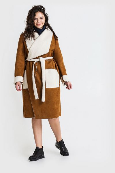 Женское пальто с ассиметричным воротником из искусственной овчины коричневое большой размер