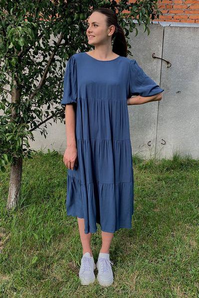Темно-синее платье с завязкой на шее