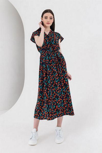 Темно синее платье с коротким рукавом и вырезом принт красные цветы