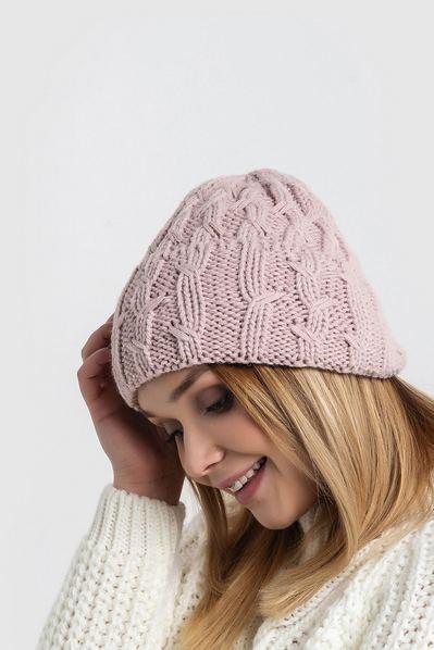Вязаная шапка с манжетом штрихи пудровая