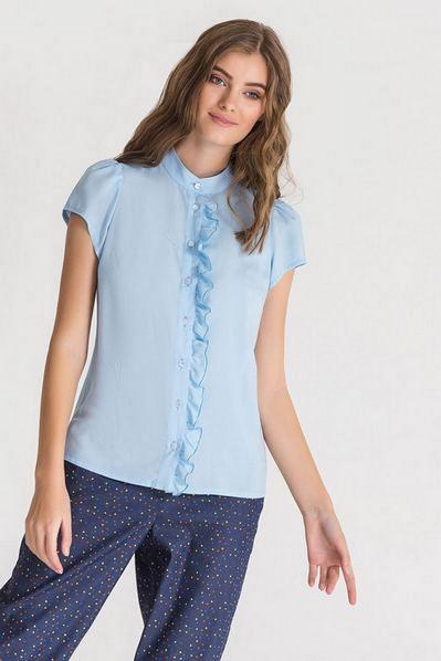 Штапельная блузка с оборкой небесная