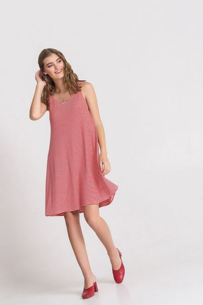 Летнее платье-майка красная полоска на молочном