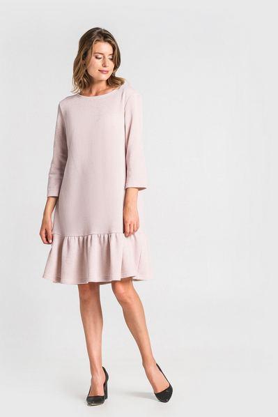 Трикотажное платье с оборкой и люрексом пудровое