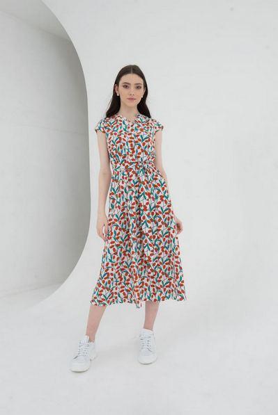 Молочное платье с коротким рукавом и вырезом принт красные цветы