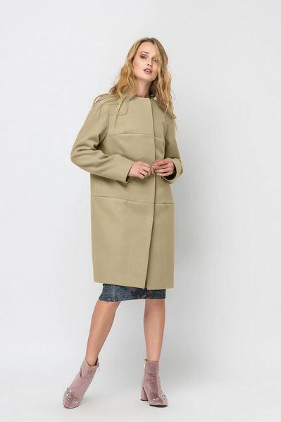 Женское пальто на кокетке без воротника из кашемира песочное