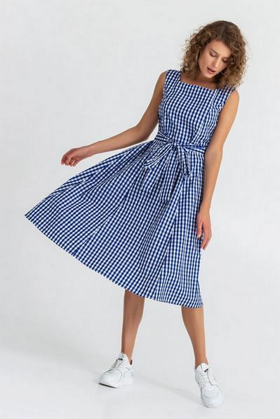 Молочное платье с бантом-завязкой в синюю клетку