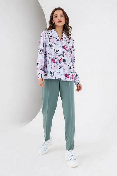 Прямая блузка с принтом розово-голубая акварель на молочном