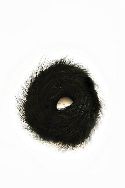 Резинка из натурального меха черная