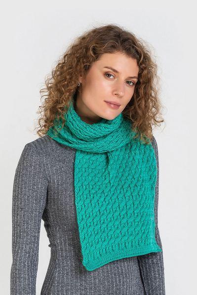 Мятный шарф вязаный