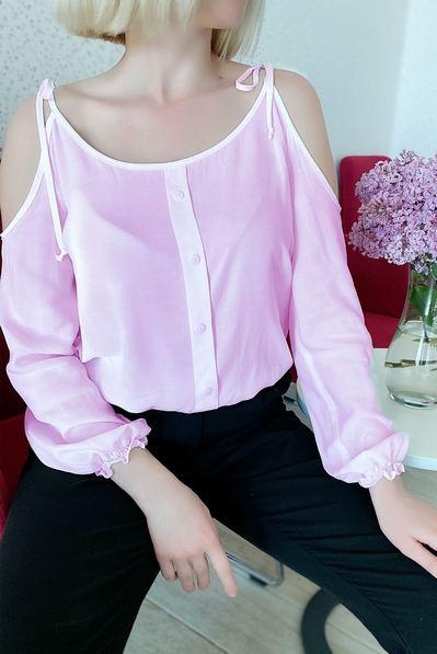 Блуза с открытими плечами на резинке пудровая
