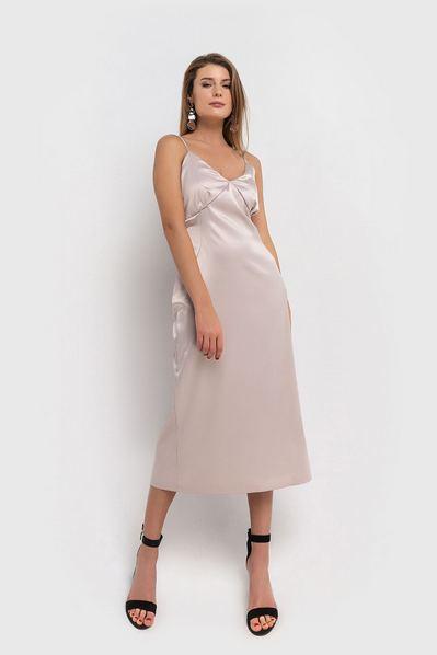 Миди платье на бретелях с воланом жемчужное