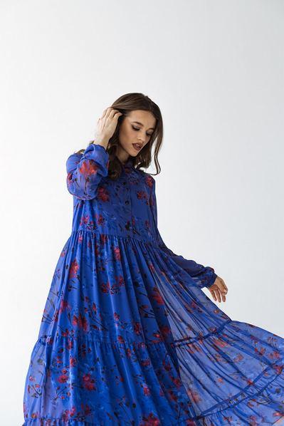 Филетовое ярусное платье в цветы