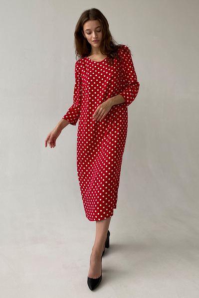 Платье в молочный горох на красном фоне