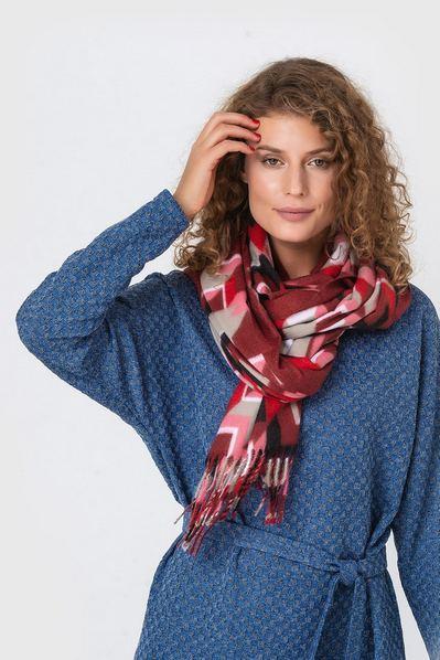 Теплый шарф геометрия на бордовом