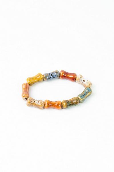 Керамический браслет из леопардовых удлиненных бусин