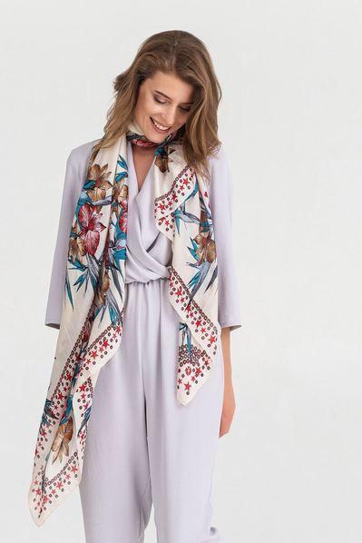 Легкий шарф с крупными цветами и звездами