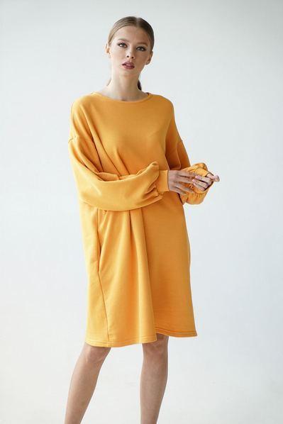 Трикотажное платье горчичного цвета