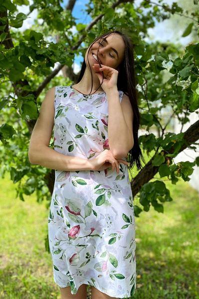 Платье майка изумрудно-ягодная акварель на молочном