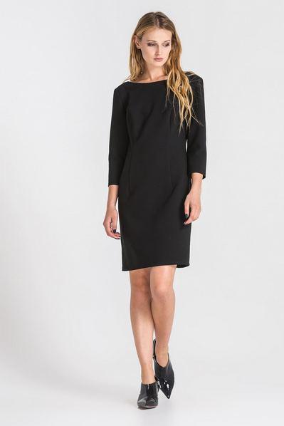 Черное платье-футляр с вырезом на спине из костюмной ткани