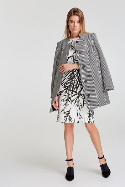 Женское пальто черно-белое со стойкой
