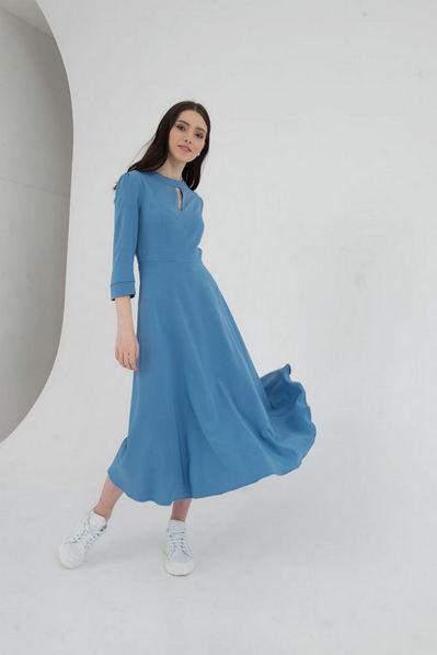 Платье миди со вшитым поясом голубое