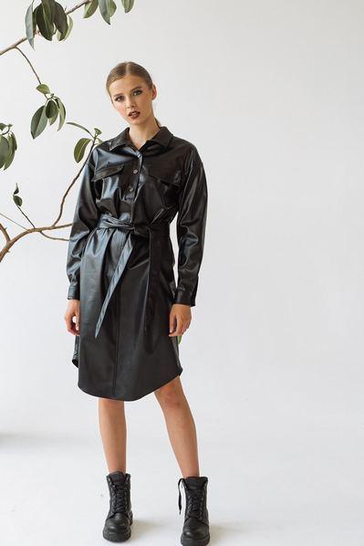 Черное платье-рубашка на пуговицах из эко-кожи