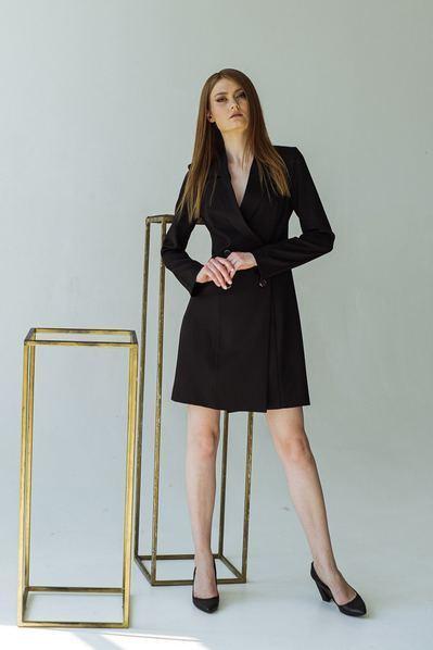 Приталенное платье-жакет из костюмной ткани черное