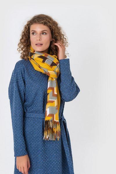 Желтый шарф принт разноцветная геометрия