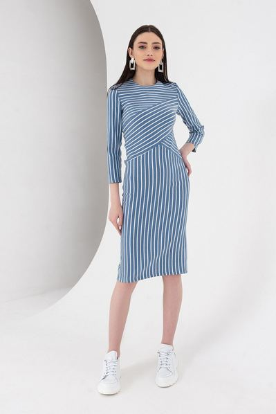 Молочно-синее платье в полоску диагональю