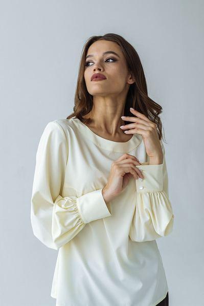 Блуза с обьемными рукавами на лимонном фоне
