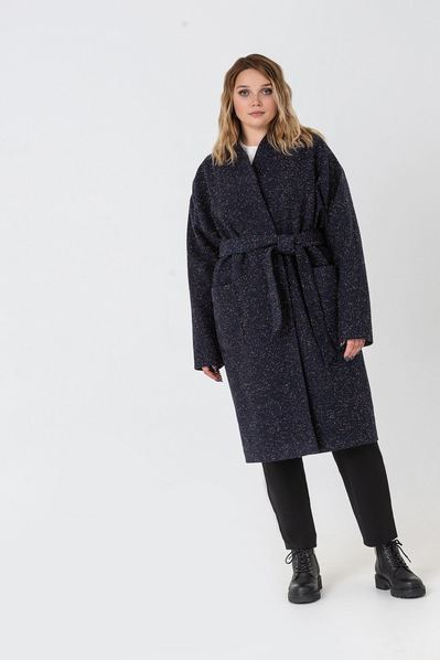 Темно-синее пальто на запах с поясом в разноцветные капли большой размер