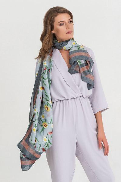 Легкий шарф с полевыми цветами