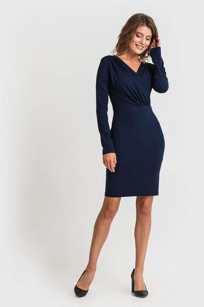 Трикотажное платье-футляр с вырезом темно-синее