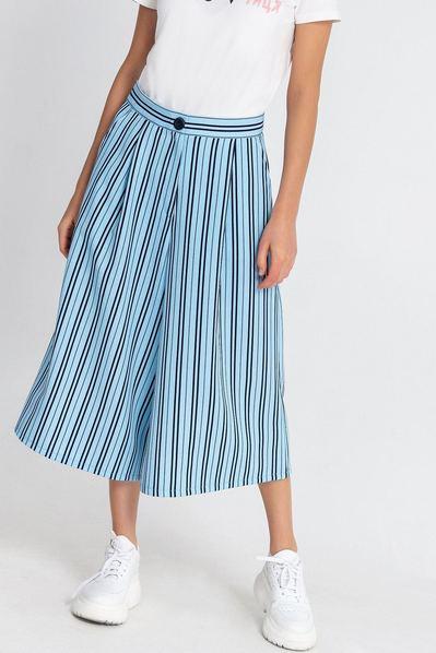 Женские брюки кюлоты в синюю полоску на небесном