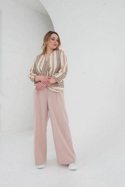 Женская блузка с запахом принт цепи на пудровом большой размер