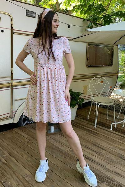 Фрезовое платье на пуговицах принт весенние цветы